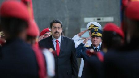 """Maduro reiteró """"pretensión"""" de Colombia de querer """"infiltrar"""" paramilitares por la frontera"""