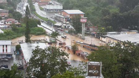 Alcalde de Los Salias exhorta a suspender clases tras emergencia provocada por las lluvias