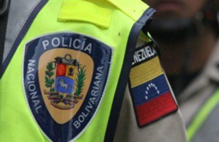 """Presuntos funcionarios de la PNB """"atracan"""" a conductores  en falsa alcabala en la carretera vieja Caracas – Los Teques"""