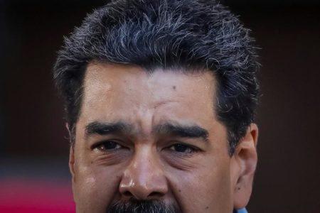 """Maduro pide a ministros poner sus cargos a la orden para """"reestructuración"""""""