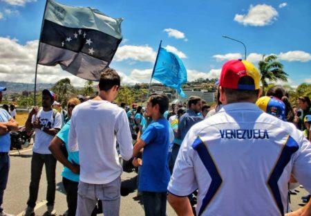 """EE.UU. advierte a Venezuela de nuevas """"medidas"""" tras """"trágico"""" sábado. Luis Sajaro"""