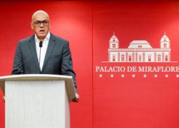 Gobierno Maduro anuncia jornada laboral reducida por daños en red eléctrica