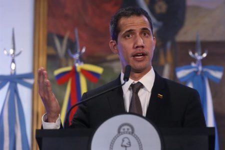 "Guaidó pide pacífica transición en Venezuela tras ""histórica"" cita con Macri"