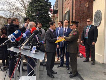 Enviados de Guaidó se hacen con tres sedes diplomáticas de Venezuela en EE.UU