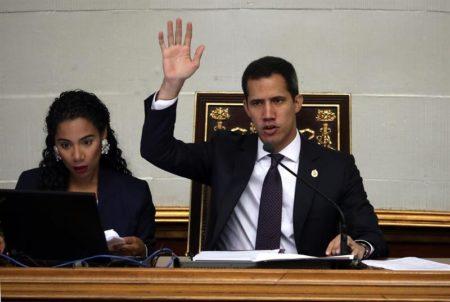 Parlamento acuerda reincorporar a militares que desconozcan a Maduro