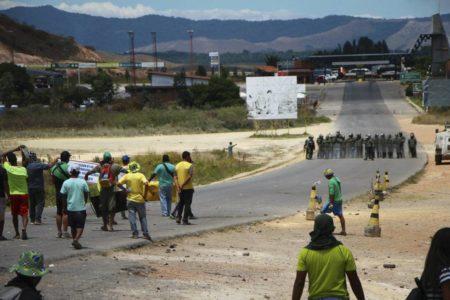 Suben a 6 los muertos tras protestas en frontera de Venezuela con Brasil