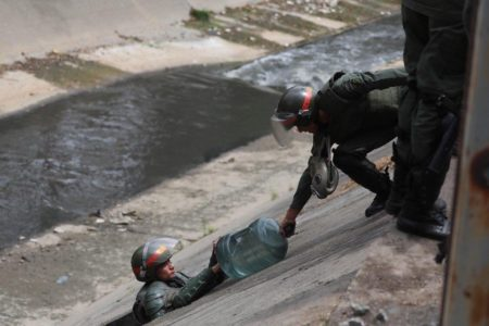 UCV rebate tesis de Maduro por masivo apagón