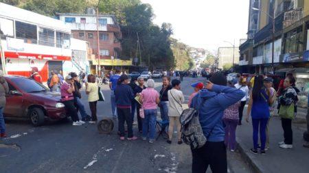 Ola de protestas por falta de agua cumple dos días en Los Teques