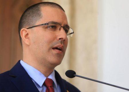 """Venezuela defiende cooperación militar con Rusia para """"protección del pueblo"""""""