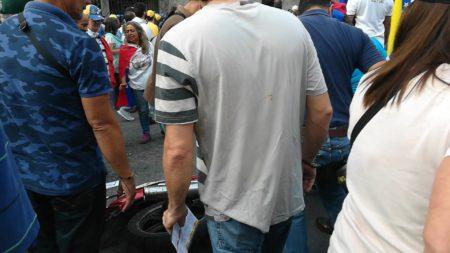 Manifestantes capturan a ladrón de motos en plena avenida Perimetral de Los Salias