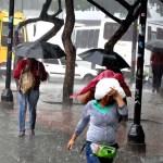 car9-fuertes lluvias en caracas1