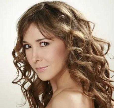 La talentosa actriz, desnuda con líricas y melodías, su primera producción titulada Esta Soy Yo