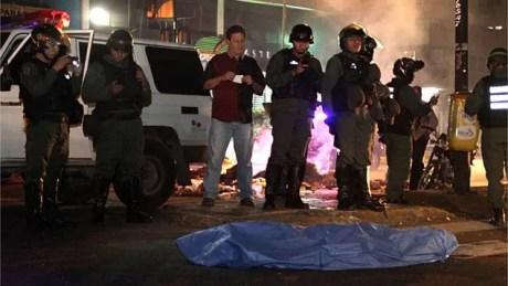 Elvis Rafael Durán iba rumbo a su casa pero una guaya lo impidió