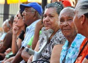 Los viejitos cobrarán 700 mil bolívares este mes