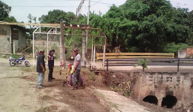 Las autoridades vienen supervisando las quebradas