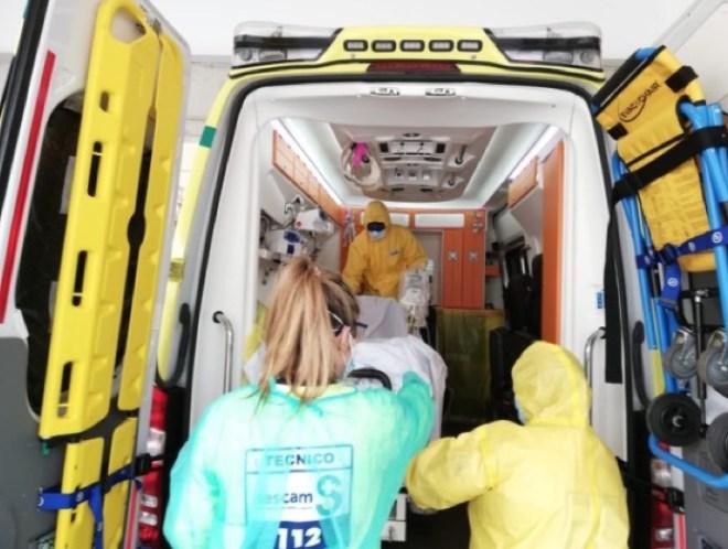 Imagen de una ambulancia plastificada para pacientes Covid
