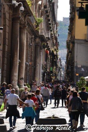 spaccanapoli: folla al maggio dei monumenti