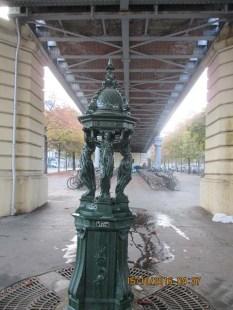 Uma fonte - a água em Paris é potável em todos os lugares