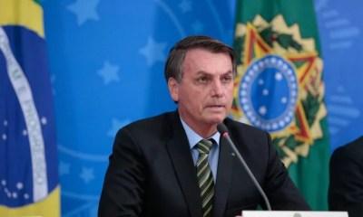 'Vamos meter o dedo na energia elétrica', diz Bolsonaro após fazer mudança na Petrobras