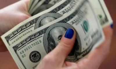 Semana começa com dólar em alta e Ibovespa em queda