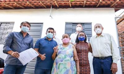 Dr. Pessoa realiza entrega de residências na zona Sul de Teresina