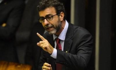 Marcelo Freixo anuncia saída do PSOL