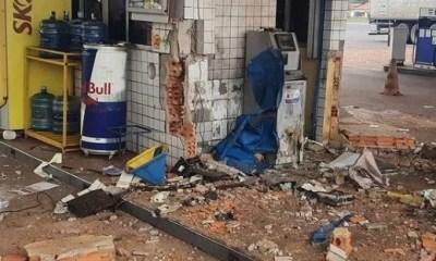 Criminosos explodem cofre de posto de combustível na BR-343