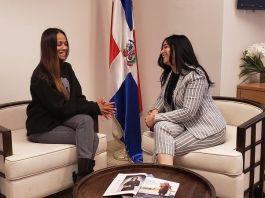 Entérate que habló la actriz Zoe Saldaña con la Cónsul dominicana en California