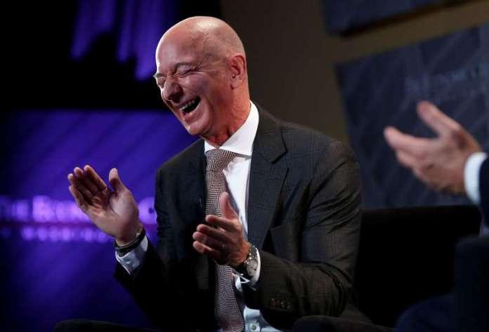 Jeff Bezos es tan rico que acaba de marcar un nuevo récord para la humanidad