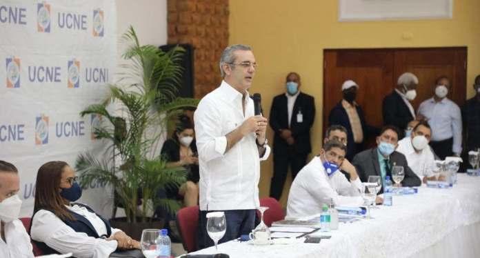Abinader entrega RD$600 millones al Consejo Económico Social SFM para ejecución de obras