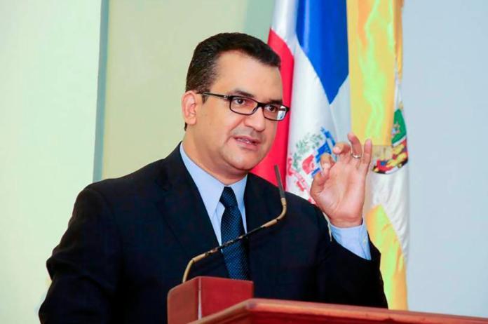 Román Jáquez presenta renuncia como juez presidente del TSE para asumir en JCE