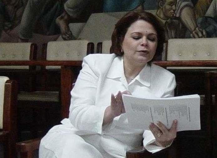 Fallece doctora Carolina de la Cruz tras sufrir quemaduras al incendiarse un arbolito navideño