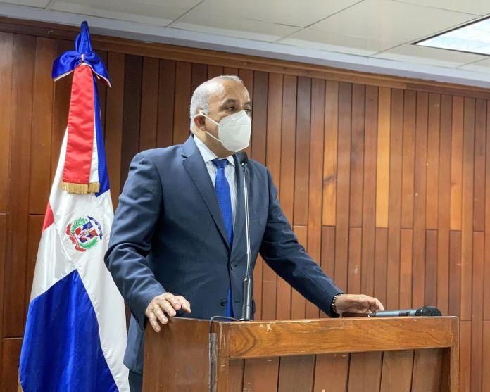 Plutarco Arias: En marzo 2021 primeros dominicanos serán vacunados contra COVID