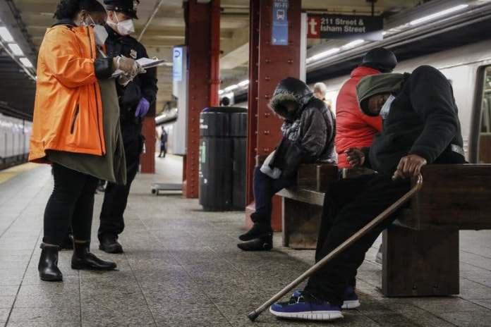 COVID-19 aumenta personas desamparadas y gastos en NYC; entre ellos dominicanos. FUENTE