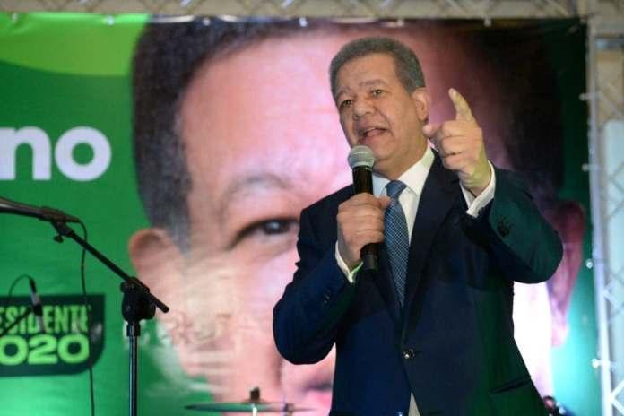 Leonel Fernández pide a Luis Abinader no eliminar programas sociales