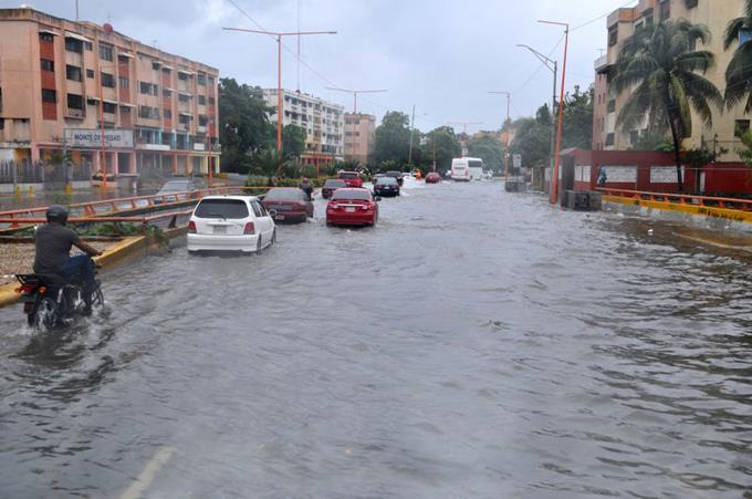 Onamet mantiene alerta para 16 provincias y avisos para otras cinco por lluvias