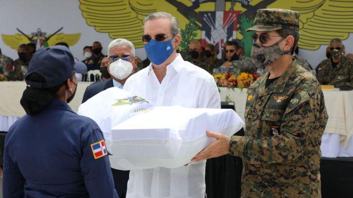 Abinader entrega vehículos y equipos a miembros de las Fuerzas Armadas