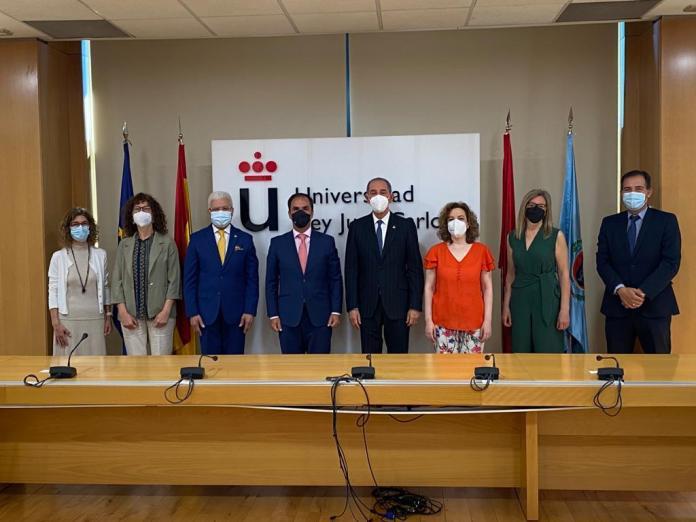 El Ministro de Educación Superior, Ciencia y Tecnología, doctor Franklin García Fermín, y el rector de la Universidad Rey Juan Carlos de Madrid España, Javier Ramos.
