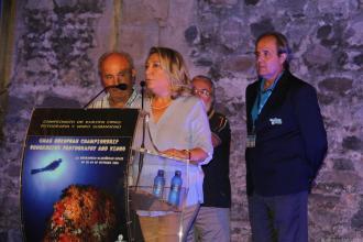 alcaldesa-durante-su-intervencion-acto-inaugural-campeonato-fotografia-submarina-la-herradura-16