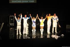 el-grupo-saludo-la-gran-ovacion-del-publico-al-final-del-concierto-16