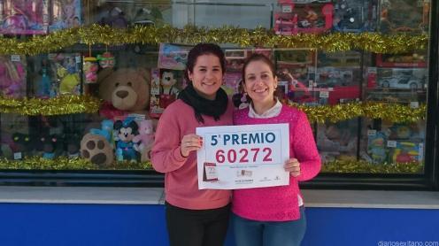LAS VENDEDORAS DE PARTE DE UN QUINTO PREMIO MAYTE Y BEA DE LIBRERIA JOFI ALMUÑECAR 16