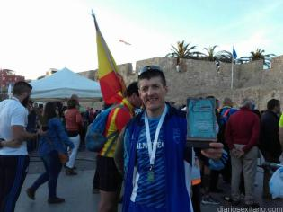 DAVID JIMENEZ CON SU TROFEO Y MEDALLA EN MELILLA 17
