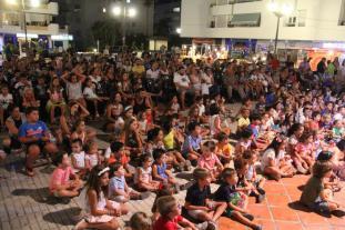 EL PUBLICO SIGUE AMBIENTE FESTIVAL DE TITERES LA HERRADURA 17