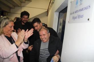 MIGUEL RIVAS RODRIGUEZ DESCUBRIO LA PLACA ENTRE APLAUSOS DE LOS ASISTENTES