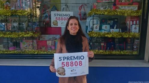 MARIA TERESA GAMARRA POSA CON EL QUINTO PREMIO 17