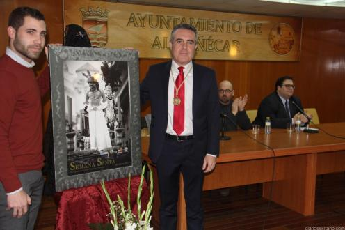 PRESENTADOR DEL CARTEL RAFAEL ARAGON JUNTO AL PRESIDENTE DE AGRUPACIÓN COFRADIAS ALMUÑECAR JAVIER ZARCOS 18