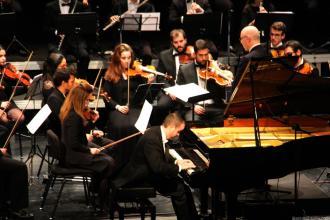 Alejandro Algarra durante su actuación en Almuñecar con la Joven Orquesta Mediterráneo 18