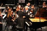 Algarra recibe la felicitación de Michel Thomas tras su actuación en Almuñécar 18