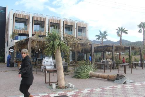FUERTE VIENTO Y LLUVIA PROVOCARON DAÑOS EN HOTEL PEÑA PARDA BAY LA HERRADURA 18