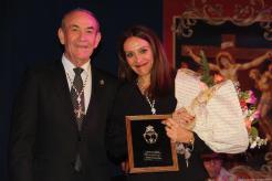 Sonia Sánchez Pozo junto a Hermano Mayor Cofradia La Herradura Francisco Sánchez 18